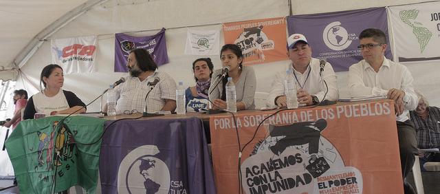 Panel de transnacionales, con Silvia Quiroa (ATALC) y Laura Zúñiga - hija de Berta Cáceres - entre otros. Jornada Continental. Encuentro Montevideo