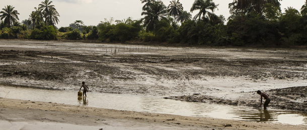 A journey through the oil spills of Ogoniland - Friends of