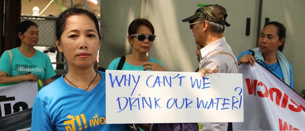 Communities in Thailand protest against pollution caused by the mine. Image credit: Suekanya Theerachartdumrong