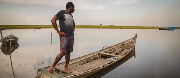 Brazil-Amazon-man-boat